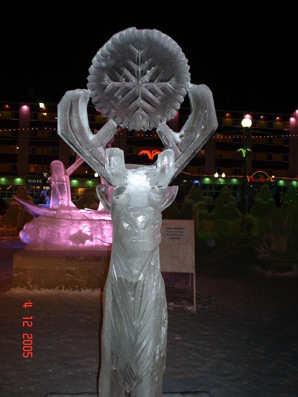 Фотографии ледяных фигур по городу